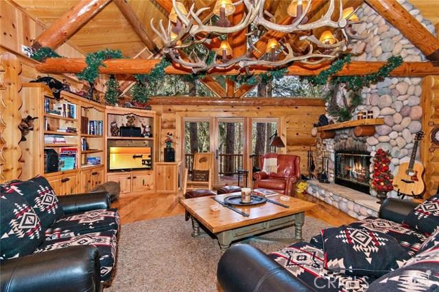 809 Oriole Drive, Big Bear CA: http://media.crmls.org/medias/d23cb9b0-1949-4b97-8373-00fc8629ec4b.jpg