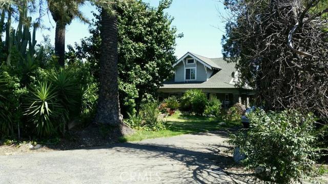 1660 N Grove Avenue, Ontario CA: http://media.crmls.org/medias/d23cd457-2061-44b4-b6e1-264a2ff82e82.jpg