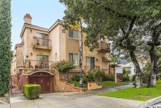 Townhouse for Sale at 2524 Montrose Avenue Montrose, California 91020 United States