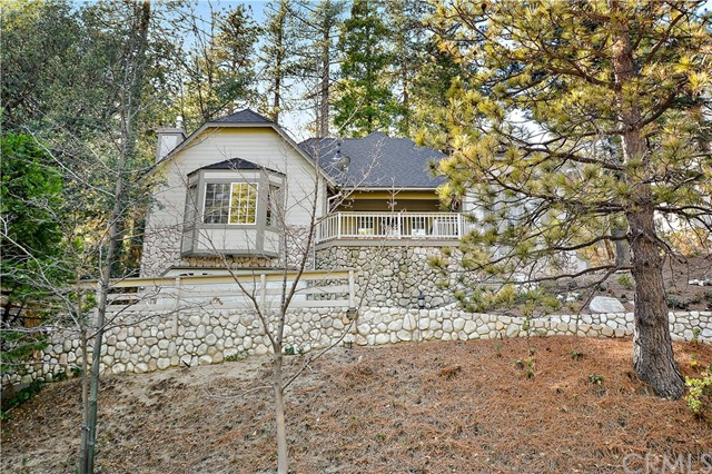 196 N Fairway Drive N, Lake Arrowhead, CA 92352