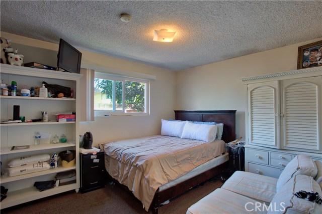 2077 Wallace Avenue, Costa Mesa CA: http://media.crmls.org/medias/d27db46f-d46c-43a5-bc8d-40a40f96620e.jpg