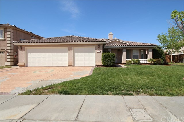 5633 E Avenue R11, Palmdale CA: http://media.crmls.org/medias/d2819d17-1cdd-42aa-a5f6-097c3be76025.jpg