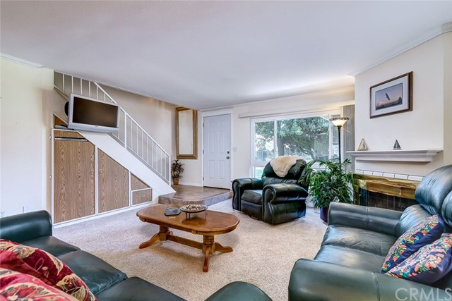 220 S Aron Place, Anaheim CA: http://media.crmls.org/medias/d2921a83-0b82-4ff6-b6e1-f4d96e5a16a4.jpg