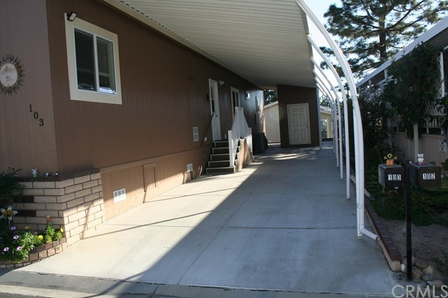 24001 Muirlands Boulevard, Lake Forest CA: http://media.crmls.org/medias/d2a59213-3f89-46d2-b5aa-0935def24130.jpg