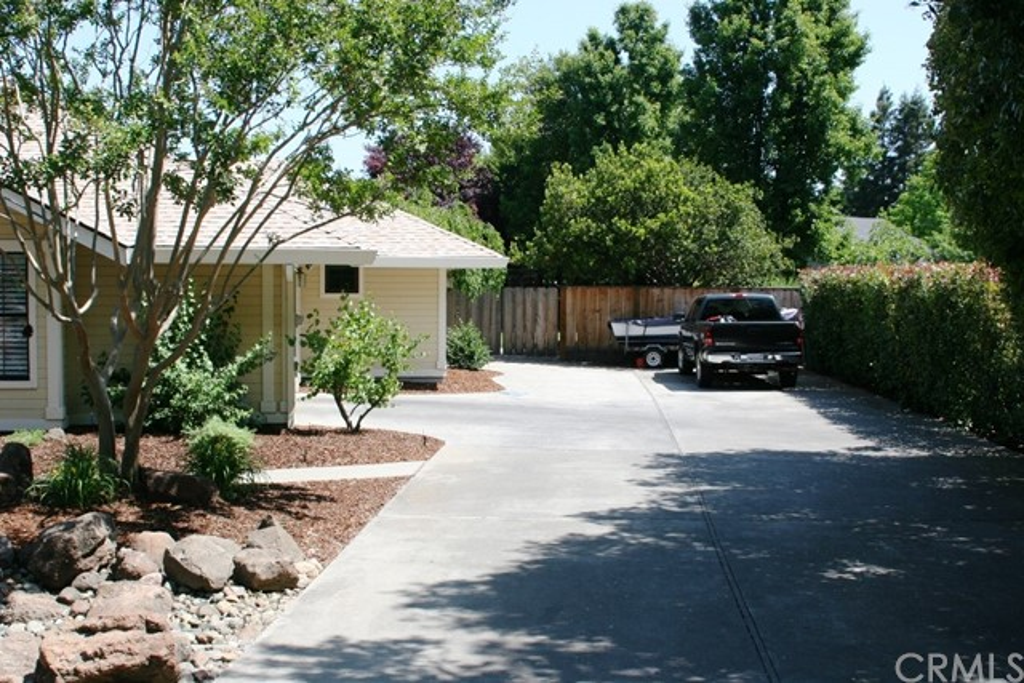 2080 Bidwell Avenue, Chico CA: http://media.crmls.org/medias/d2a60ff2-6a8b-4d2b-9189-26c6abd46545.jpg
