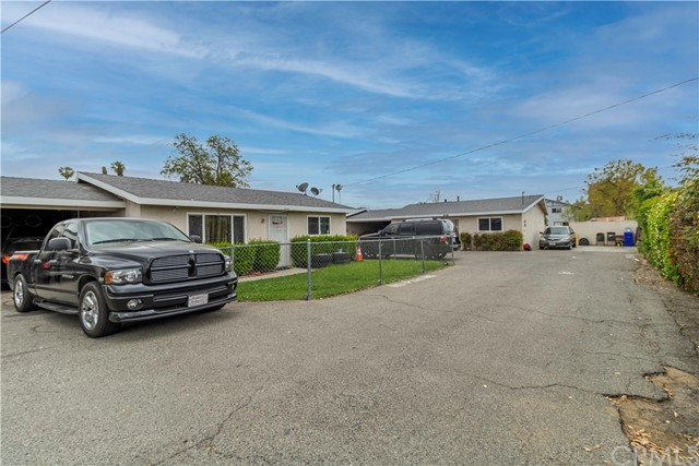 8150 Cypress Avenue, Riverside CA: http://media.crmls.org/medias/d2bb5702-10f3-4cee-bc27-72594c375a01.jpg