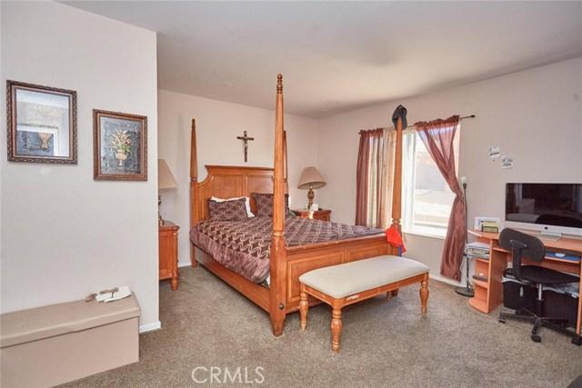 11911 Spring Hill Court, Adelanto CA: http://media.crmls.org/medias/d2bddfab-e4aa-41a0-b0f2-b6d9483aafe9.jpg