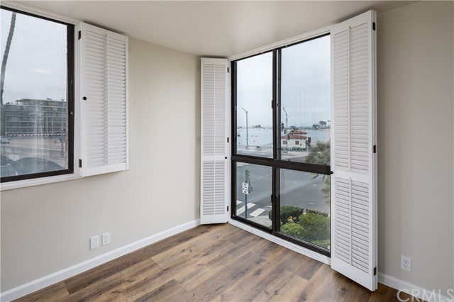 201 Bay Shore Avenue, Long Beach CA: http://media.crmls.org/medias/d32d3162-444b-494a-83b3-8998927b7fad.jpg