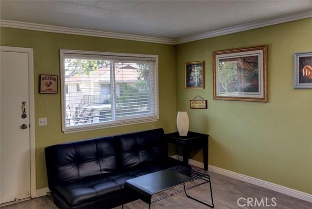 1300 Primrose Street, Upland CA: http://media.crmls.org/medias/d34e22bb-dd2c-4a85-ac7e-cefa598ad04b.jpg