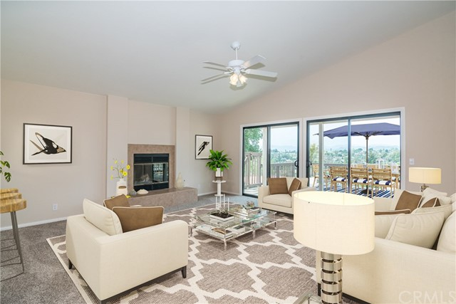 1061 Ridge Heights Drive, Fallbrook CA: http://media.crmls.org/medias/d351279b-debf-40bb-810d-6256cd73aeff.jpg