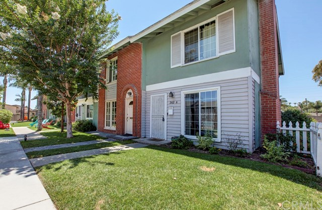 2612 Del Way A , CA 92648 is listed for sale as MLS Listing OC18192053