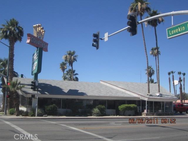 800 W Hobsonway, Blythe CA: http://media.crmls.org/medias/d3848599-93f1-4395-9d0c-881d3fce890a.jpg