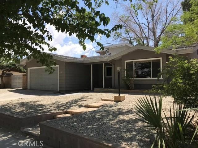 702 E Oldfield Street, Lancaster CA: http://media.crmls.org/medias/d3cd57b7-7fba-4530-a5bc-ec0ecea34e4e.jpg