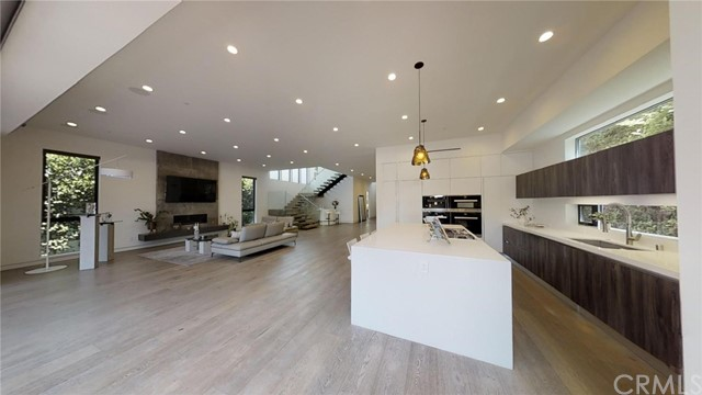 607 N Curson Avenue, Los Angeles CA: http://media.crmls.org/medias/d3fc0fb4-7286-4f2d-8b6f-a528dada57b3.jpg