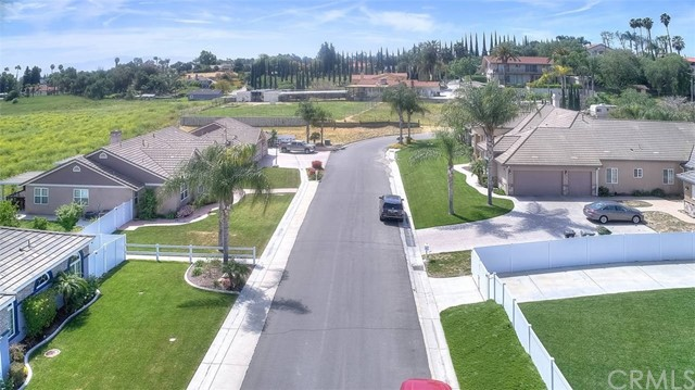 3186 Riverside Terrace, Chino CA: http://media.crmls.org/medias/d40ea9e4-9ac6-4a35-b8ad-84775e56644b.jpg