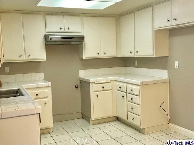 8254 Wentworth Street, Sunland CA: http://media.crmls.org/medias/d4210b0c-3419-4dd4-b75b-accd22a64b02.jpg