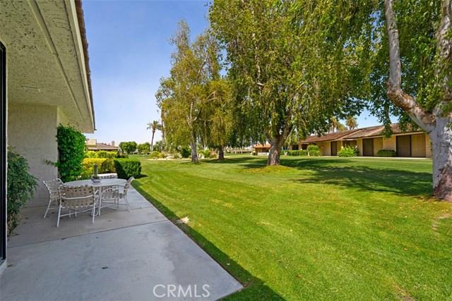 42 Lafayette Drive, Rancho Mirage CA: http://media.crmls.org/medias/d43c81bc-ebb0-4f0b-a5b9-b3082a85a4eb.jpg