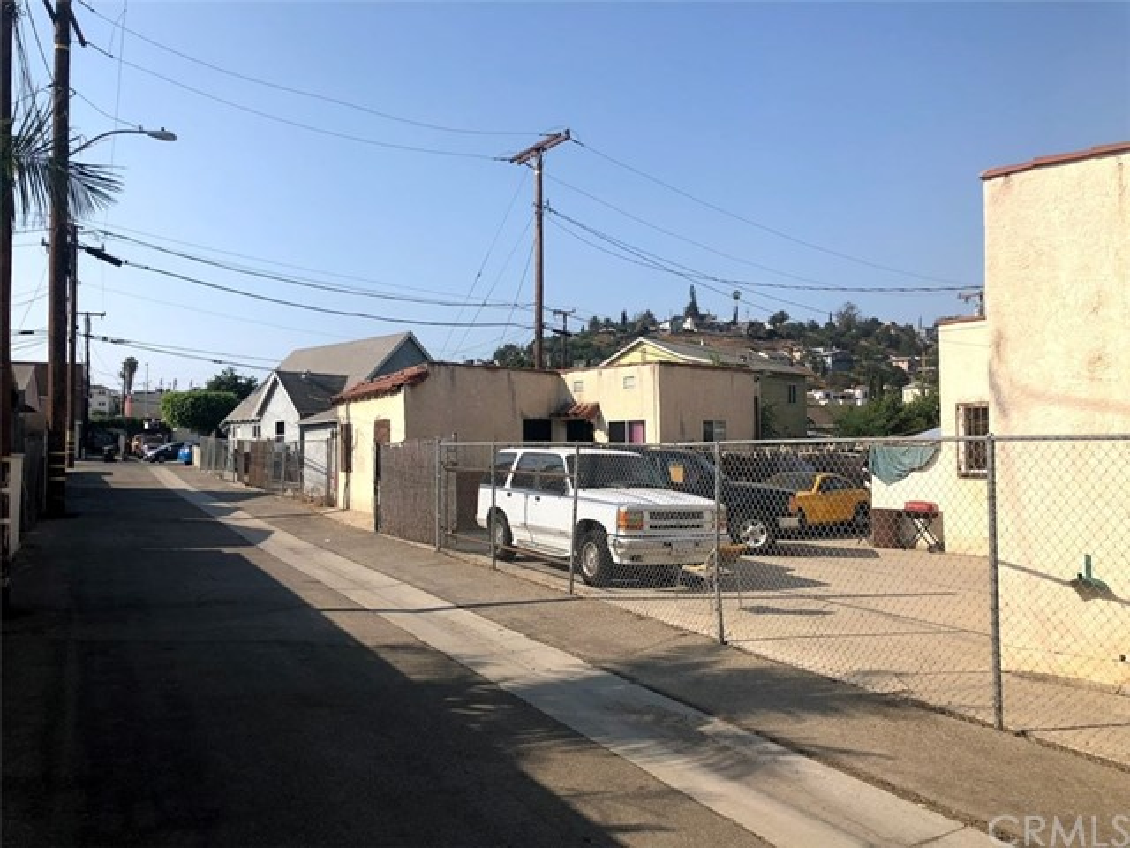 4026 Perry Street, East Los Angeles CA: http://media.crmls.org/medias/d450b6ba-9ba4-4fd8-9755-58f65bae8f7b.jpg