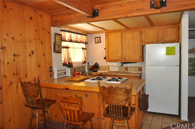 39925 Deer Lane, Big Bear CA: http://media.crmls.org/medias/d45aeffd-ccb5-4146-8b48-316add894109.jpg