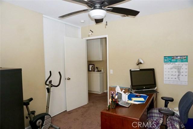 13002 Haverford Court, Victorville CA: http://media.crmls.org/medias/d471f374-cc0b-481e-8ebc-6e25753f3a28.jpg