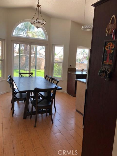 3669 N Live Oak Avenue, Rialto CA: http://media.crmls.org/medias/d49d527a-b5d0-496b-bc87-19c663c7c455.jpg