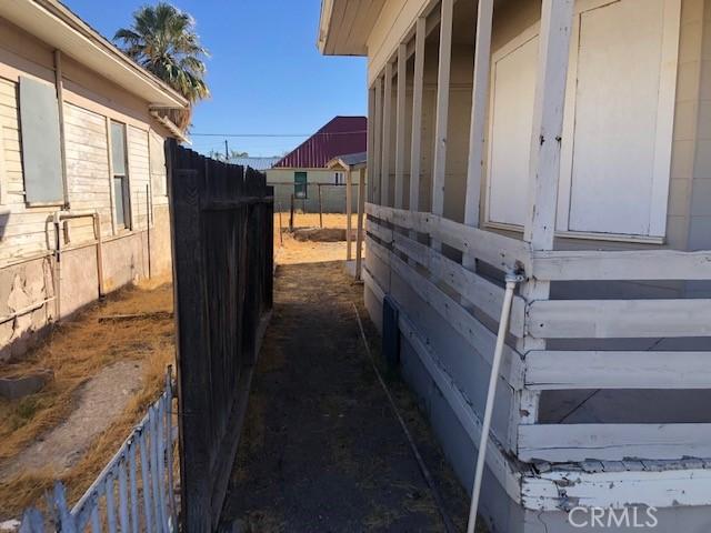 421 Acoma Street, Needles CA: http://media.crmls.org/medias/d4adaa0b-09a3-4b79-902a-b260f0455dc0.jpg