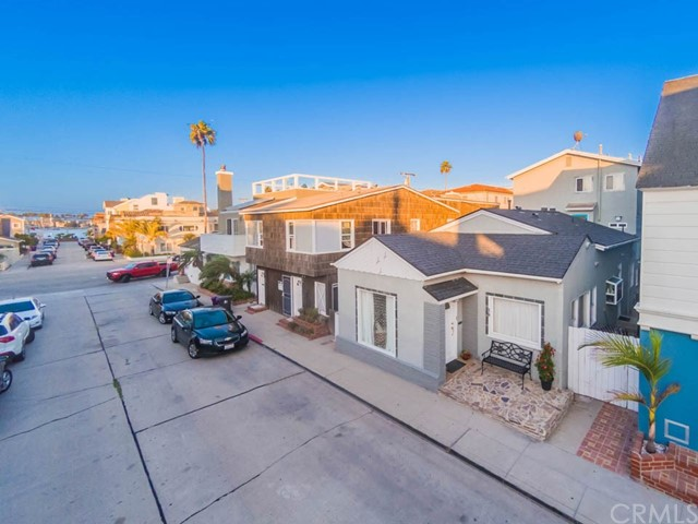 Duplex for Sale at 18 64th Place 18 64th Place Long Beach, California 90803 United States