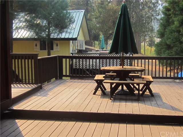 Detail Gallery Image 1 of 22 For 1229 Cedar Ave, Fish Camp,  CA 93623 - 4 Beds   1/1 Baths
