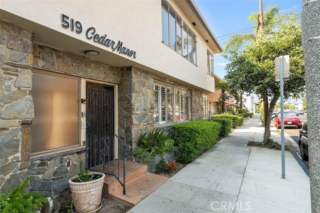 519 Cedar Avenue, Long Beach CA: http://media.crmls.org/medias/d4e8dba0-2aee-4025-97e7-29c7cc2b54ca.jpg