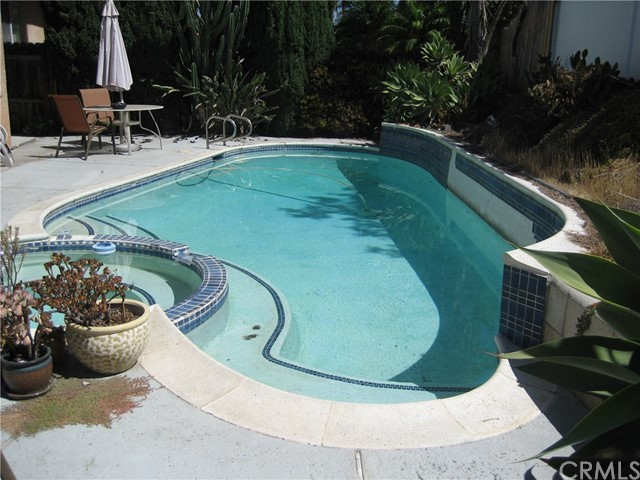 945 Amherst Street, Corona CA: http://media.crmls.org/medias/d4f2639e-7866-4c78-aa8f-c086d513420f.jpg