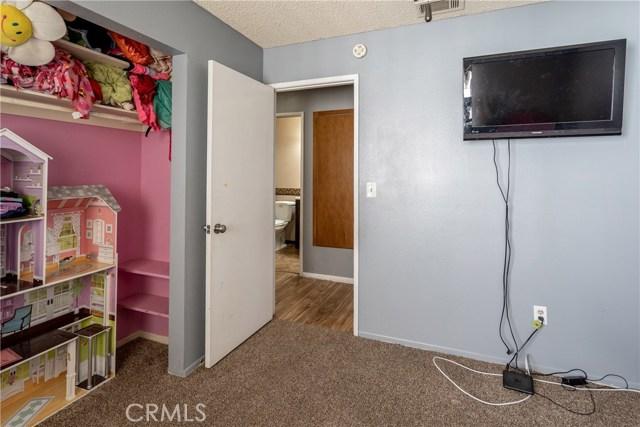 131 Zolder Street, Hemet CA: http://media.crmls.org/medias/d4ff354d-6964-4156-a910-f04021c9e351.jpg