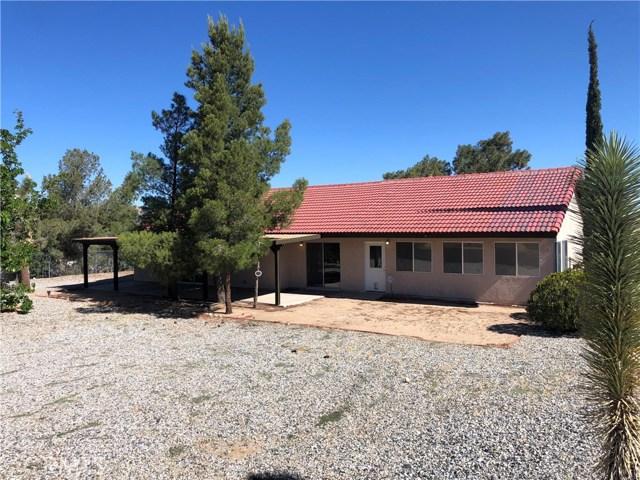 58343 Pueblo Trail, Yucca Valley CA: http://media.crmls.org/medias/d5057047-cbf8-4036-b947-d9efceb94d15.jpg
