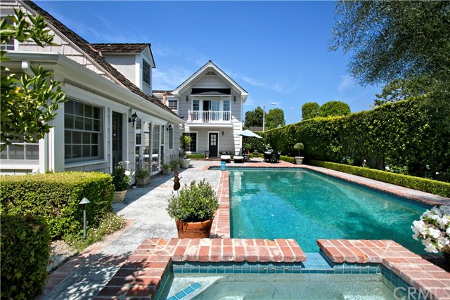Single Family Home for Sale at 921 Nottingham St Newport Beach, California 92660 United States