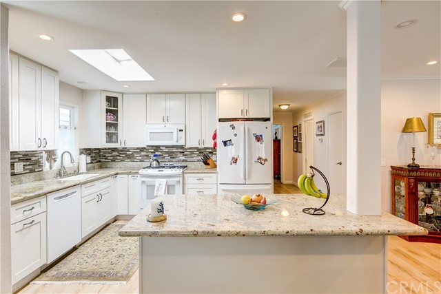 279 Cambridge Way, Newport Beach CA: http://media.crmls.org/medias/d518dda6-a1e3-4a56-ad11-57156da6581e.jpg