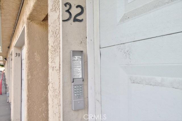 220 E Grant Street, Santa Maria CA: http://media.crmls.org/medias/d52ccbd1-e6c9-4f16-ad47-6abe61e896c9.jpg