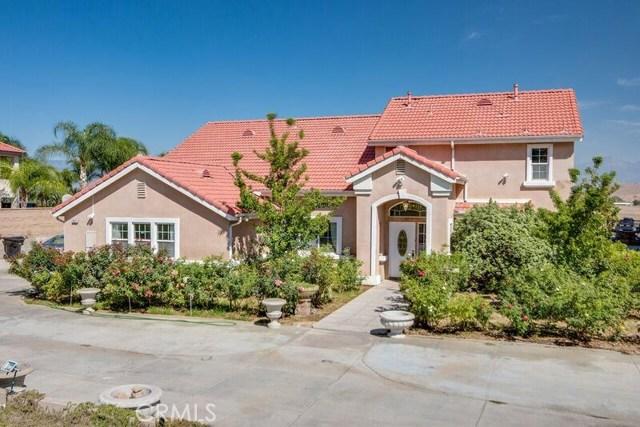 Casa Unifamiliar por un Venta en 12071 Pine Street Bloomington, California 92316 Estados Unidos