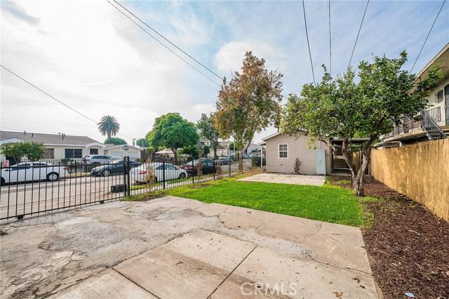 8230 Compton Avenue, Los Angeles CA: http://media.crmls.org/medias/d541fb86-4d11-431a-8636-8220e761d817.jpg