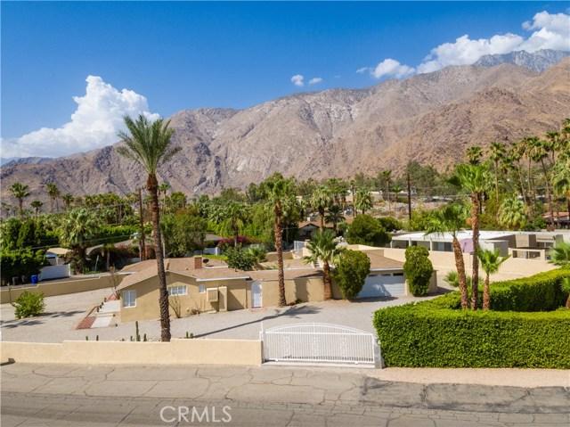 2107 N Vista Grande Avenue, Palm Springs CA: http://media.crmls.org/medias/d56f2f8b-d53f-4e96-a37f-6bffc2ee6c36.jpg