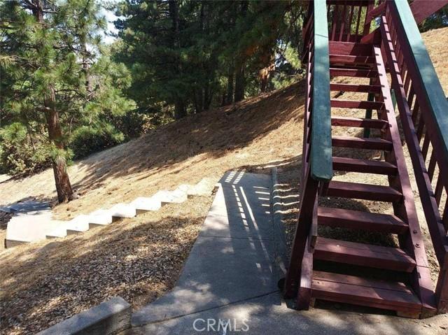 25105 Jewel Drive, Crestline CA: http://media.crmls.org/medias/d57952a5-4074-47e6-b703-8955fa0d548a.jpg