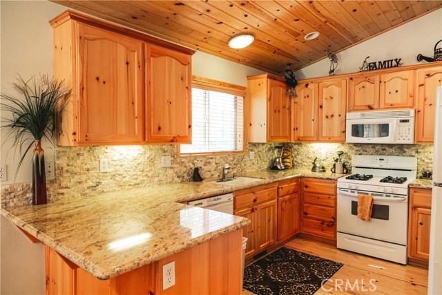 471 Woodside Drive, Big Bear CA: http://media.crmls.org/medias/d57e0491-4aa1-4f82-b6d5-f0b26f1425ac.jpg