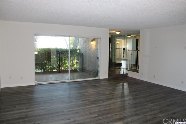 9766 Via Roma, Sun Valley, California 91504, 4 Bedrooms Bedrooms, ,Townhouse,For Lease,Via Roma,320005228