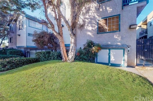 519 E Hazel Street, Inglewood CA: http://media.crmls.org/medias/d59bf9c7-0441-4bd6-9372-a1472b6b7c36.jpg