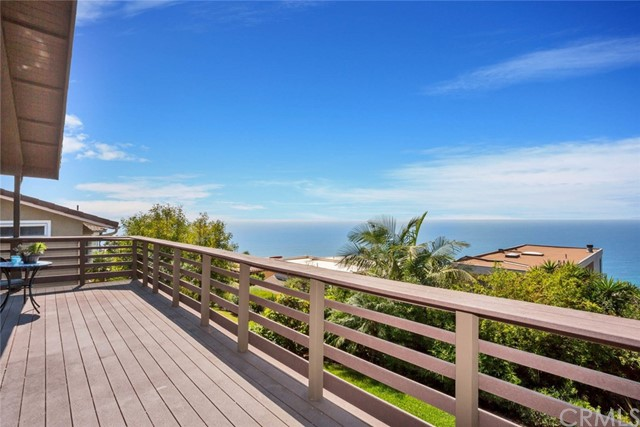 945 Katella Street Laguna Beach, CA 92651 is listed for sale as MLS Listing OC17216437