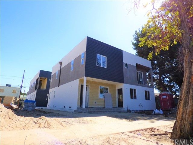 Residential Income for Sale at 5626 Willowcrest Avenue 5626 Willowcrest Avenue North Hollywood, California 91601 United States