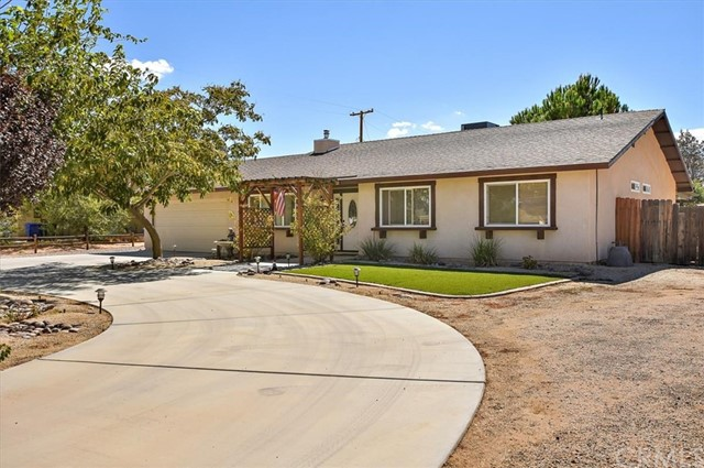 22211 Mohican Avenue, Apple Valley CA: http://media.crmls.org/medias/d5e29f14-d33c-41f3-9120-f4553c9b80e6.jpg
