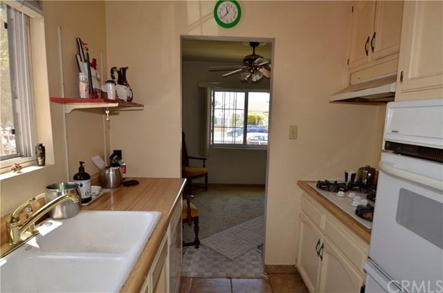 2811 Rodeo Rd, Los Angeles, CA 90018 Photo 4