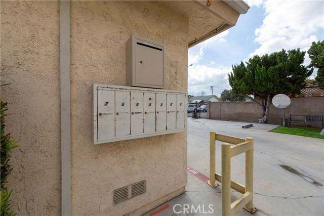 15927 Santa Ana Avenue, Bellflower CA: http://media.crmls.org/medias/d642d295-462e-4c3d-9f31-6e638c6d2ba8.jpg