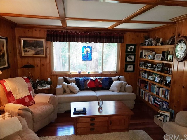 615 Pioneer Road, Lake Arrowhead CA: http://media.crmls.org/medias/d646b347-cb92-40dc-a154-b2808ee6fdc0.jpg