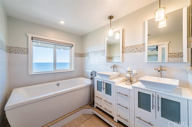 27 Blue Lagoon Laguna Beach, CA 92651 - MLS #: OC17242125