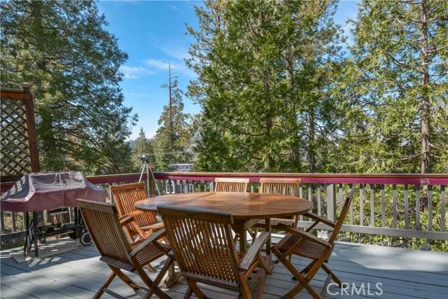 527 Rainier Road, Lake Arrowhead CA: http://media.crmls.org/medias/d67763d4-51cf-432c-90b6-22e4bbb3ad97.jpg